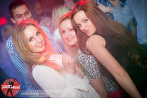 zdjęcie dziewczyn w klubie