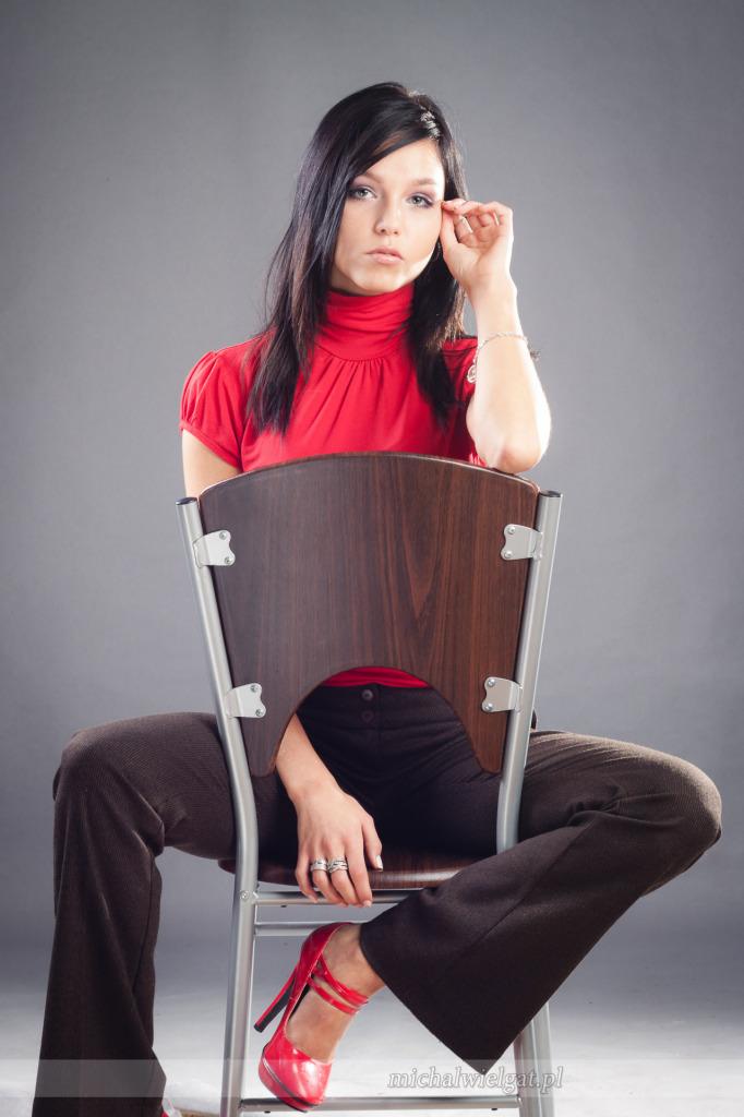 sesja sensualna modelki w studio fotograficznym