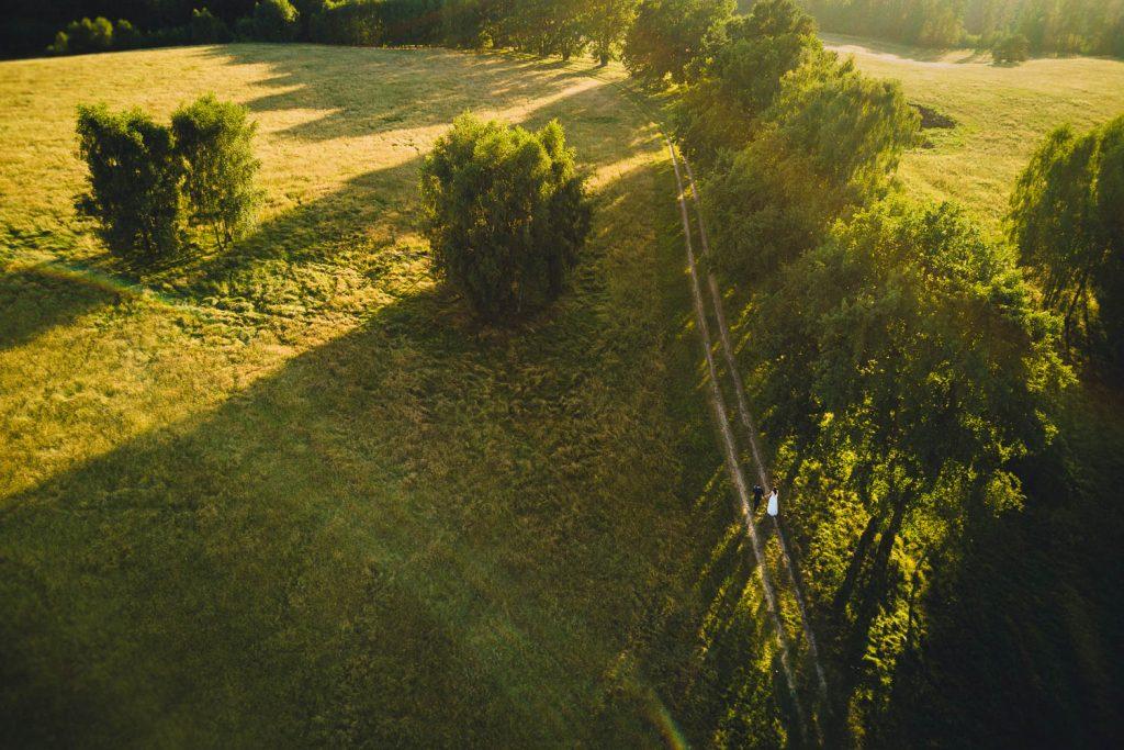Fotografia ślubna - plener, dron, pobliże Park Krajobrazowy Dolina Słupi, Michał Wielgat