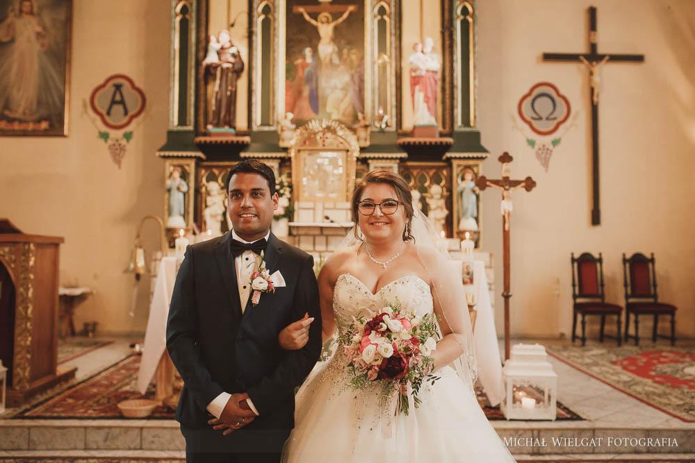 ślub Polsko Indyjski, wesele Leśny Kot, Słupsk, Panna Młoda Alicja, Pan Młody Rishiraj, kreatywna Fotografia ślubna