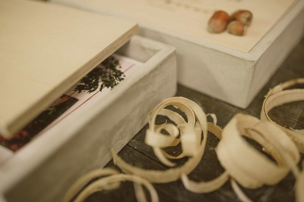 Pudełko betonowe dla fotografa, pudełko na zdjęcia, odbitki fotograficzne, grawer, drewno