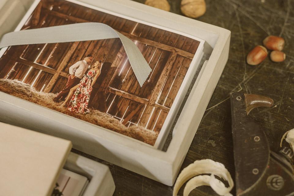 Pudełko betonowe na odbitki producent, Michał Wielgat, pudełko na zdjęcia, odbitki fotograficzne, 21x15, 23x15, grawer, drewno