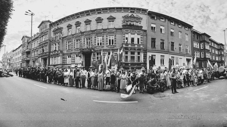 Inscenizacja Powstania Warszawskiego - zdjęcie grupowe
