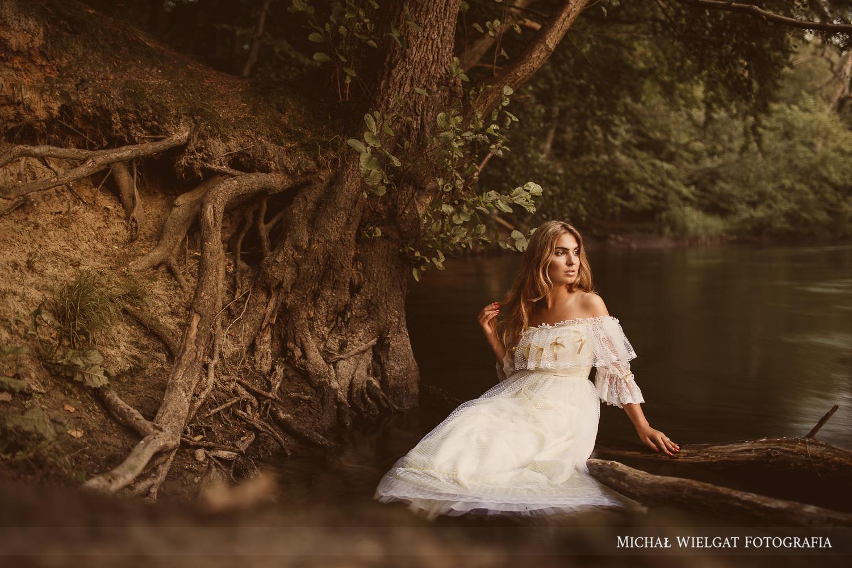 sesja zdjęciowa w rzece, biała suknia ślubna Zuzanna Ustka
