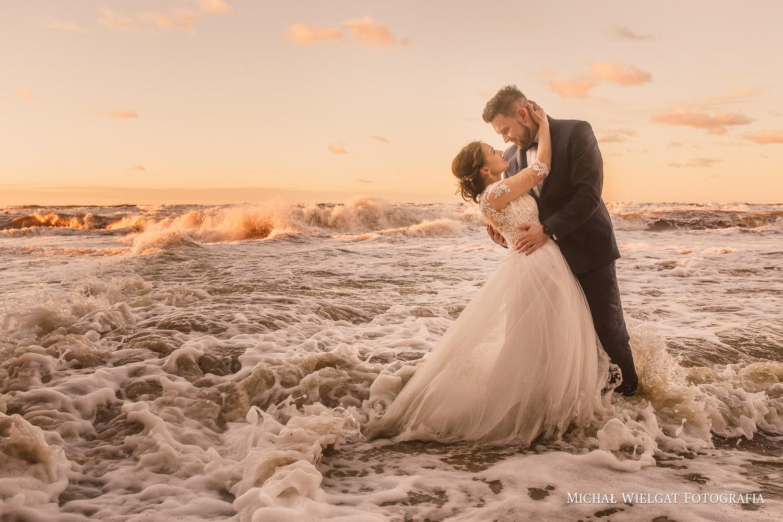 zdjęcia ślubne plener morze sztorm